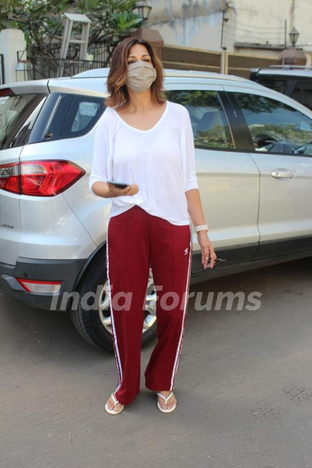 Sonali Bendre snapped in Juhu