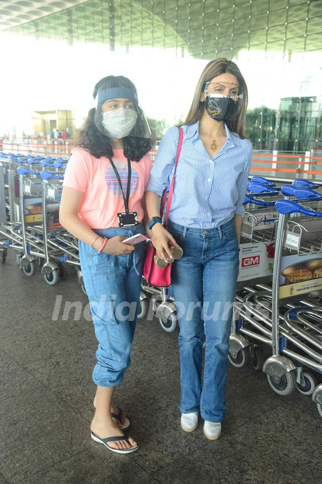 Riddhima Kapoor Sahani snapped departing with her daughter from Mumbai airport
