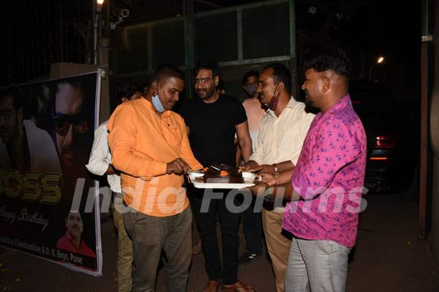 Ajay Devgn celebrates his birthday with fans