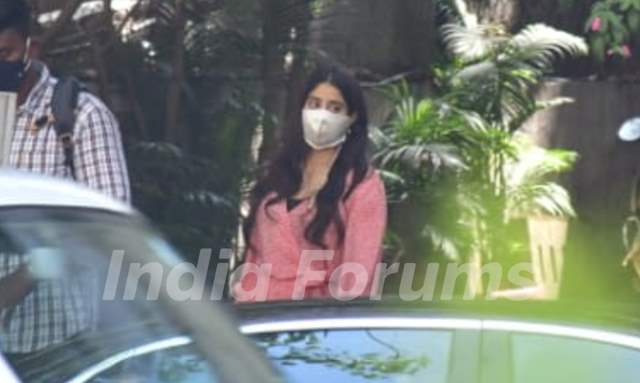 Janhvi Kapoor snapped at a clinic...