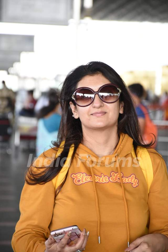 Juhi Parmar snapped at airport