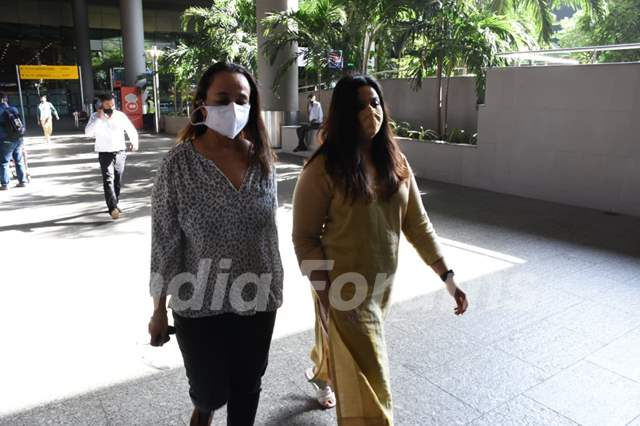 Soni Razdan and Shaheen Bhatt snapped at airport
