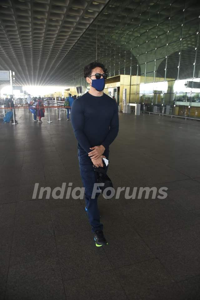 Tiger Shroff snapped departing for Maldives on Sunday