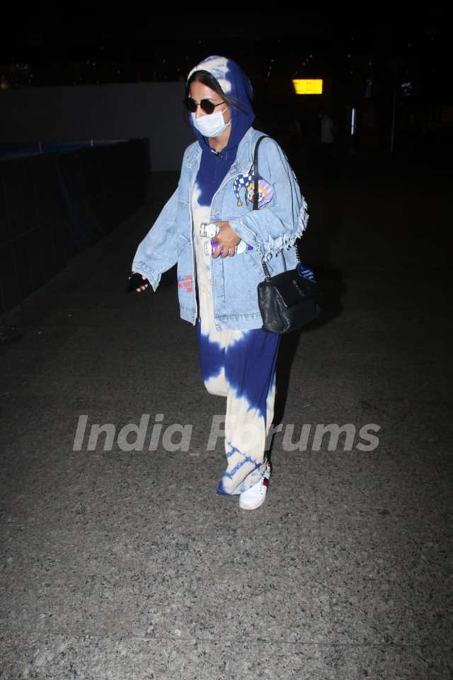 Hina Khan arrives at Mumbai airport