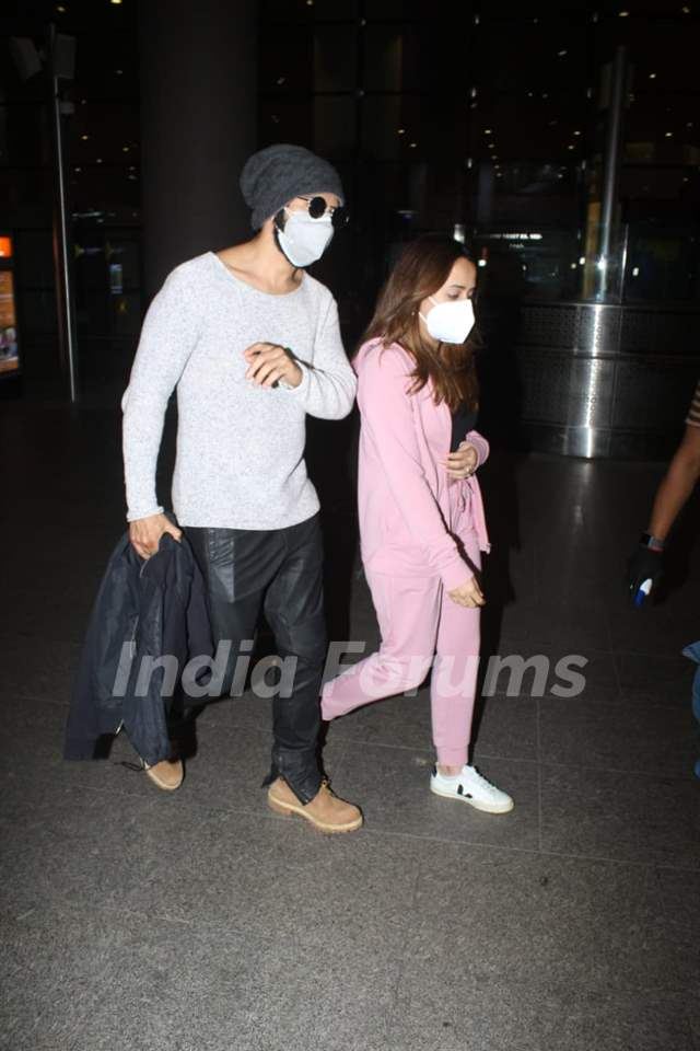Varun Dhawan and Natasha Dalal return to Mumbai from their work trip!