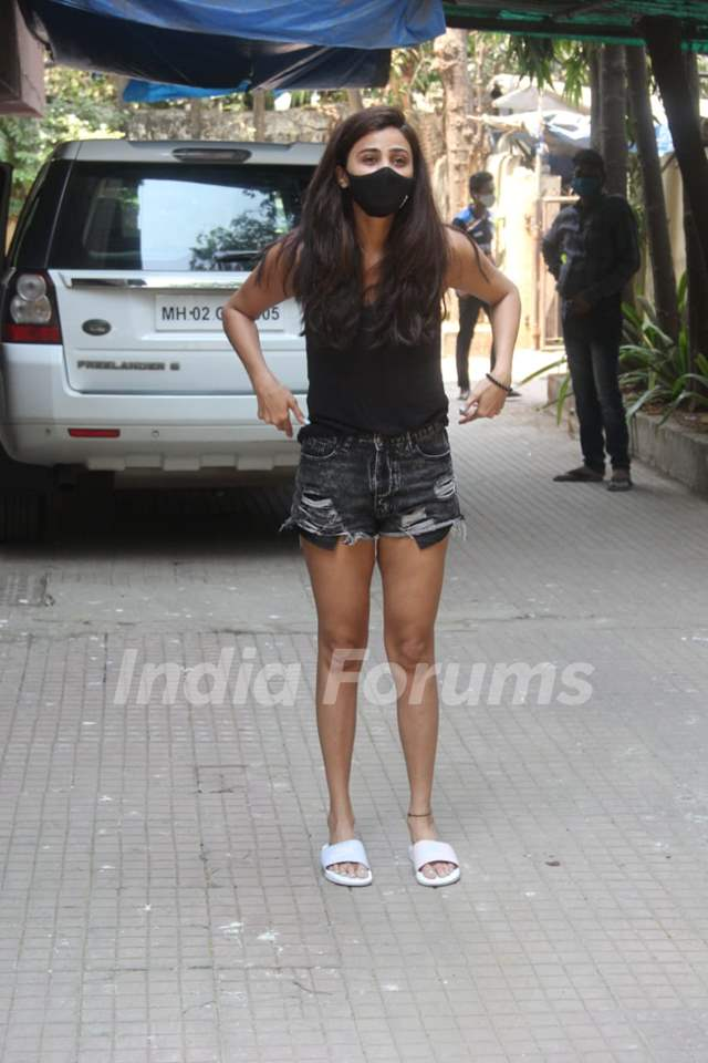 Daisy Shah spotted at pilates in Santacruz