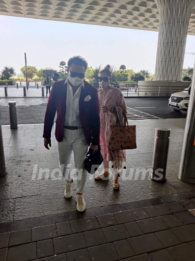 Govinda departs for Kolkata with his wife Sunita Ahuja