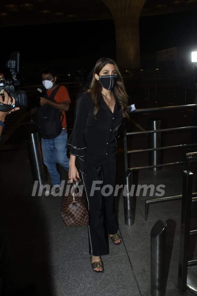 Nikki Tamboli spotted at the Mumbai airport