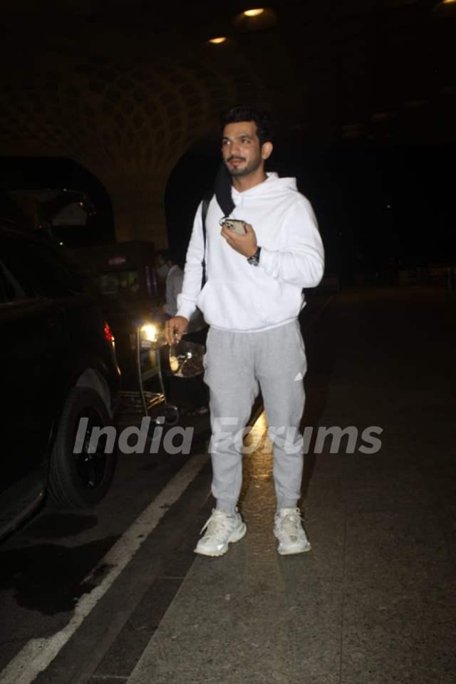 Arjun Bijlani snapped at Mumbai airport