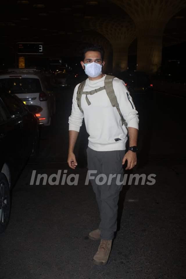 Abhinav Shukla snapped at Mumbai airport