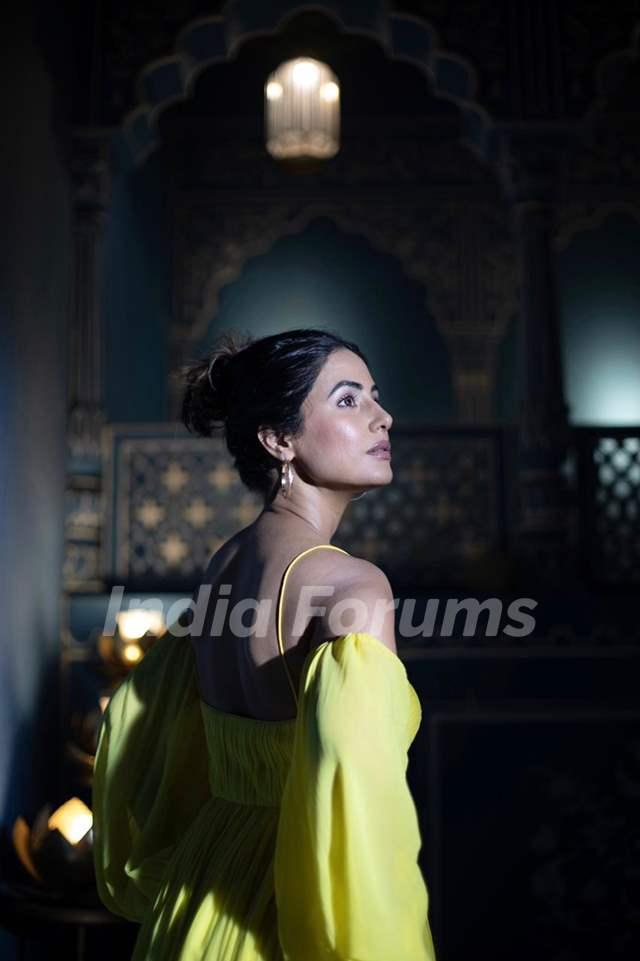 HIna Khan princess like picture