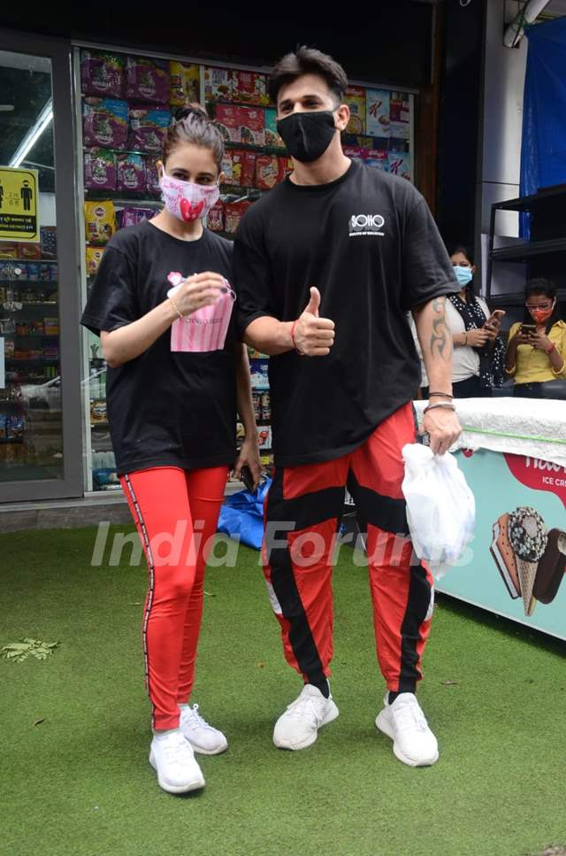 Prince Narula and Yuvika Chaudhary spotted around the town!