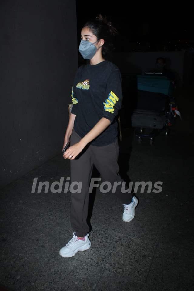 Ananya Panday snapped arriving at Mumbai airport