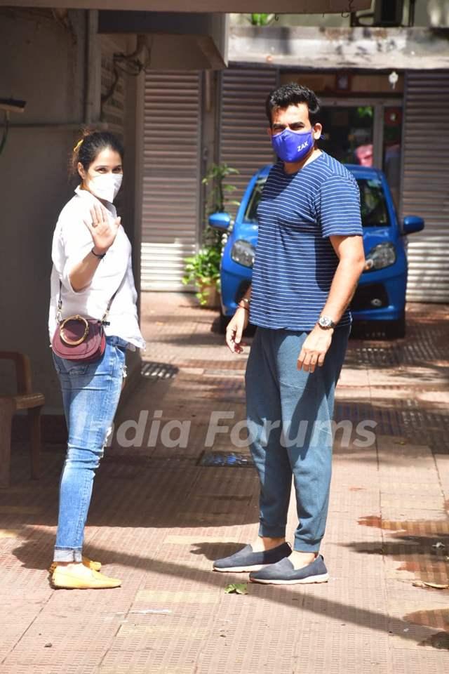 Zaheer Khan with wife Sagarika Ghatge spotted at bandra