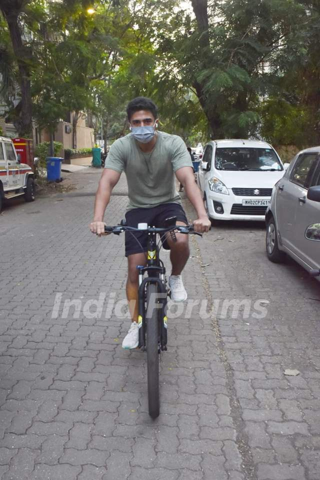 Saqib Saleem spotted cycling in Juhu