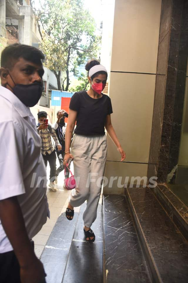 Khushi Kapoor spotted at a clinic in Bandra