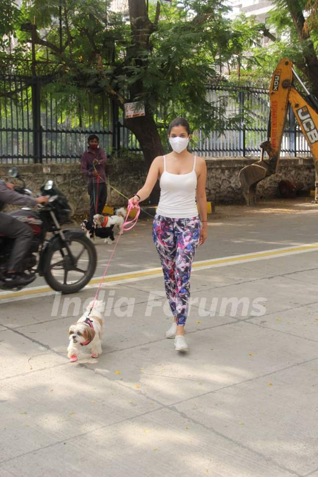 Sophie Choudry snapped at Bandra