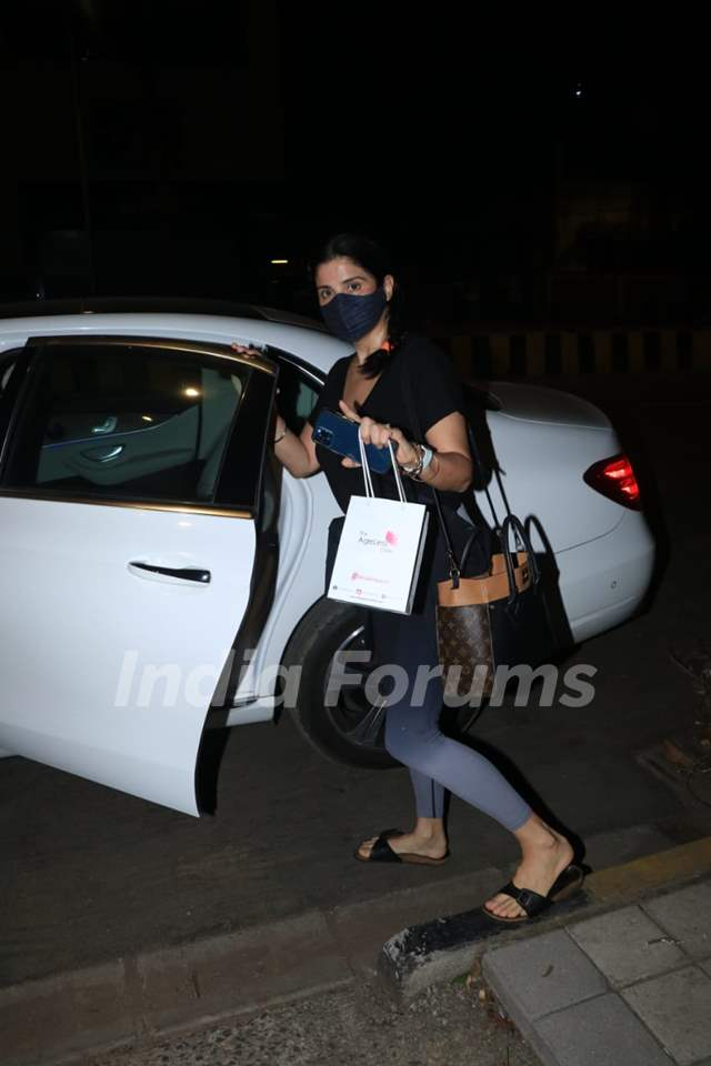 Maheep Kapoor snapped in Bandra