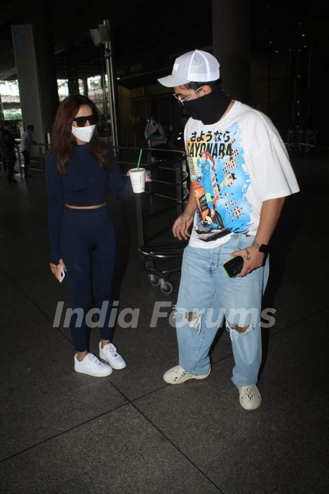 Jasmin Bhasin and Aly Goni snapped at airport