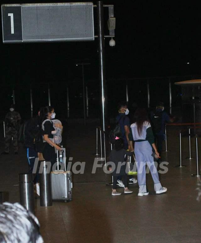 Anushka Sharma-Virat Kohli jet-off to England with daughter Vamika