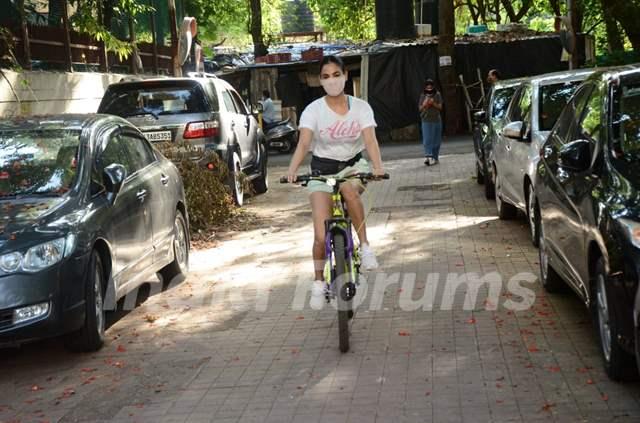 Sonal Chauhan snapped cycling at Versova