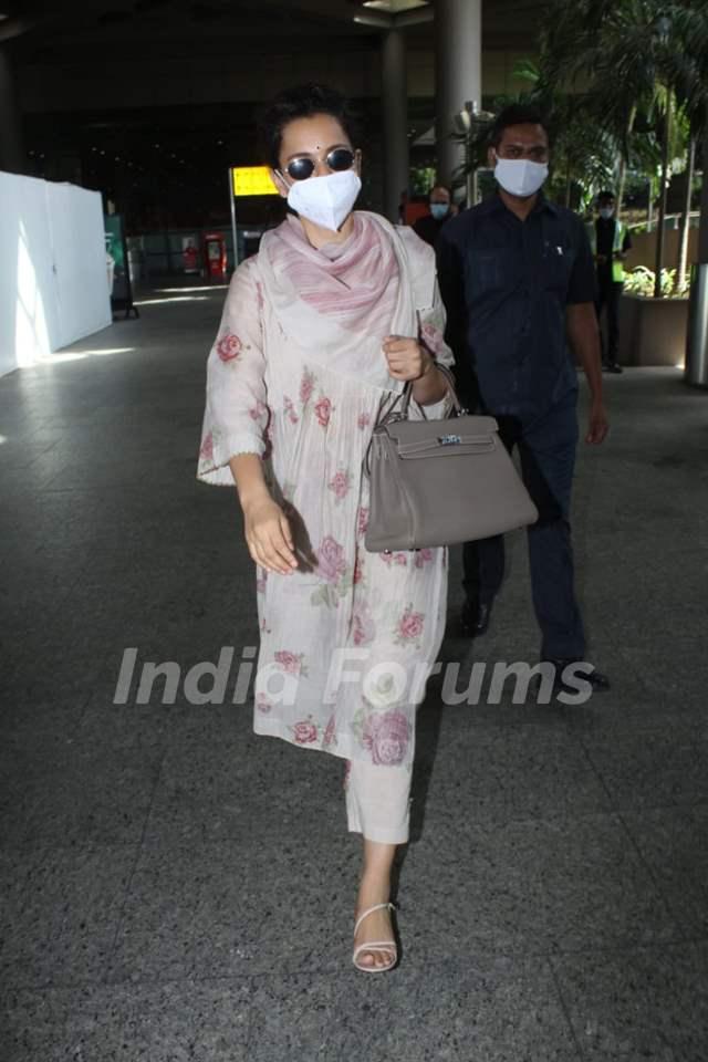 Kangana Ranaut snapped arriving at Mumbai airport
