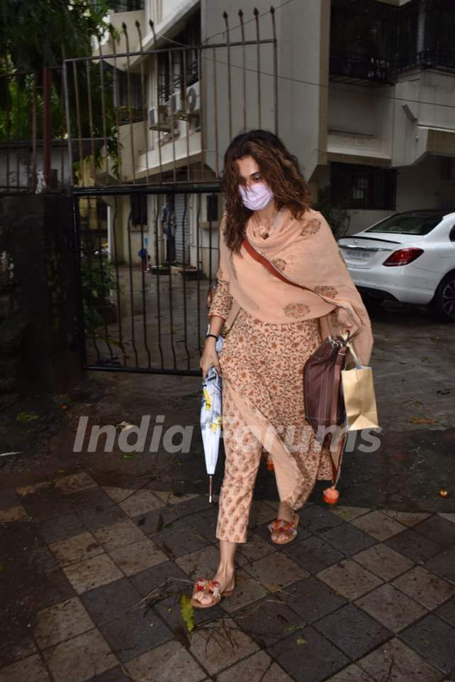 Taapsee Pannu snapped at salon in Juhu