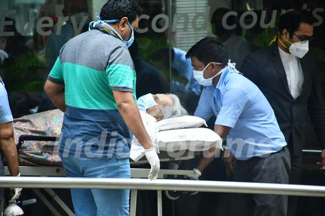 Dilip Kumar returns home after being discharged from hospital!