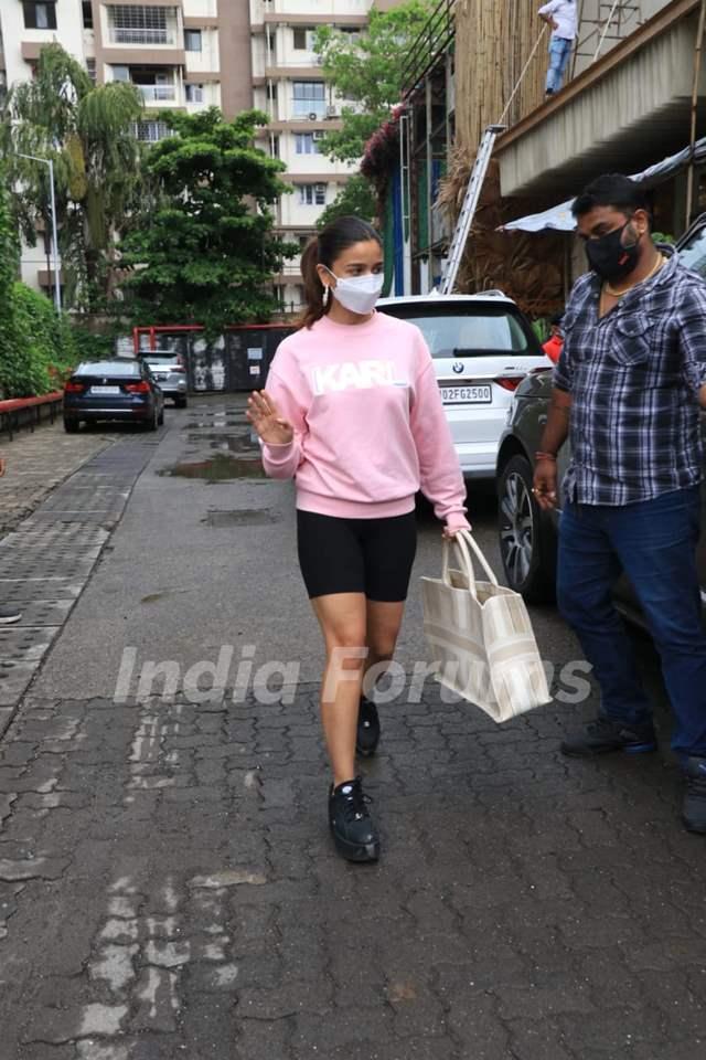 Alia Bhatt snapped at Bastian, Worli!