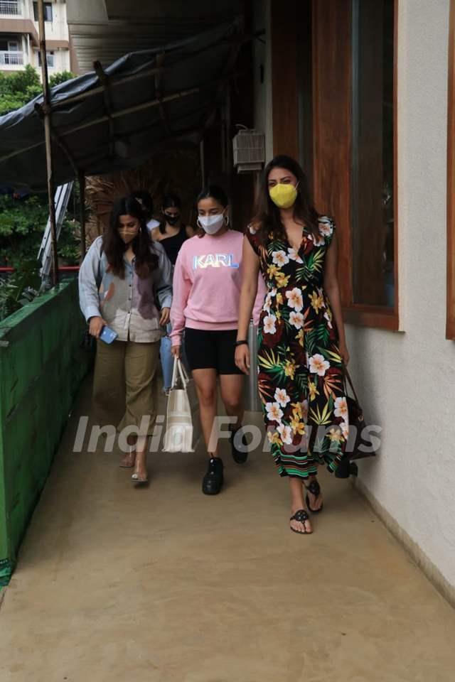Alia Bhatt, Shaheen Bhatt, Anushka Ranjan snapped at Bastian, Worli!