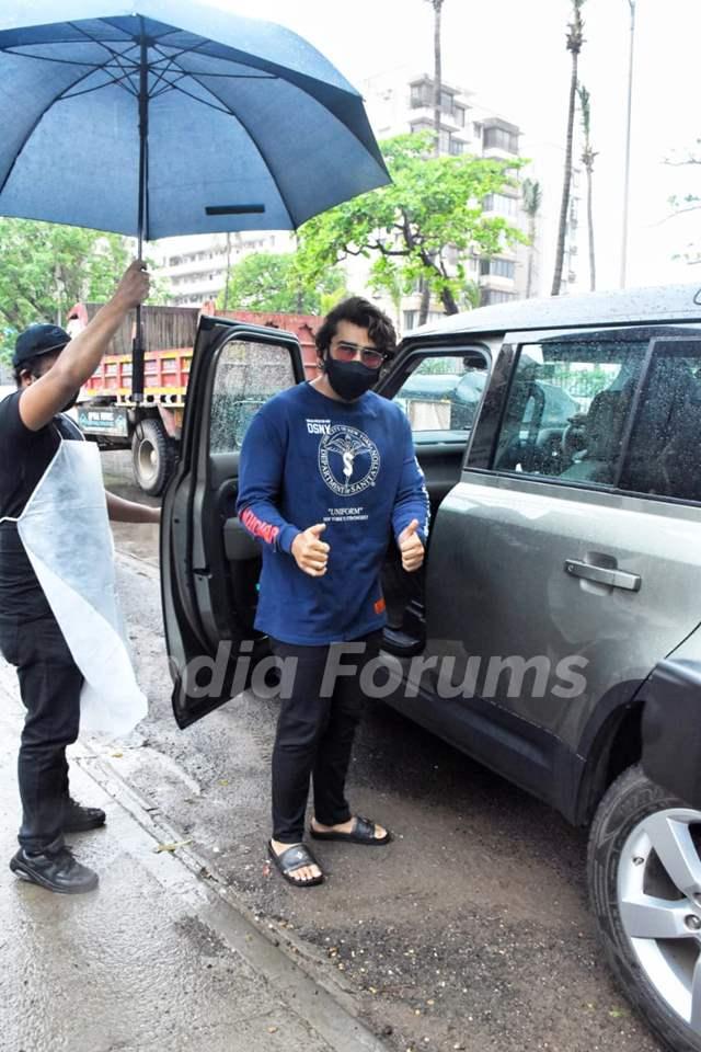 Arjun Kapoor snapped at Hakim Aalim salon, Versova!