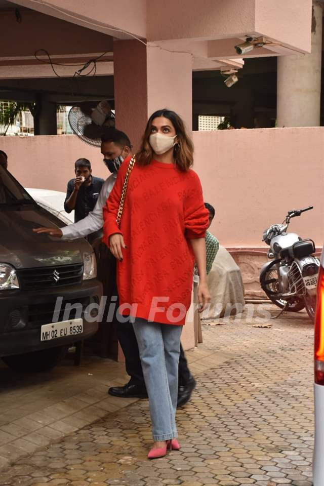 Deepika Padukone snapped at Sanjay Leela Bhansali office, Juhu