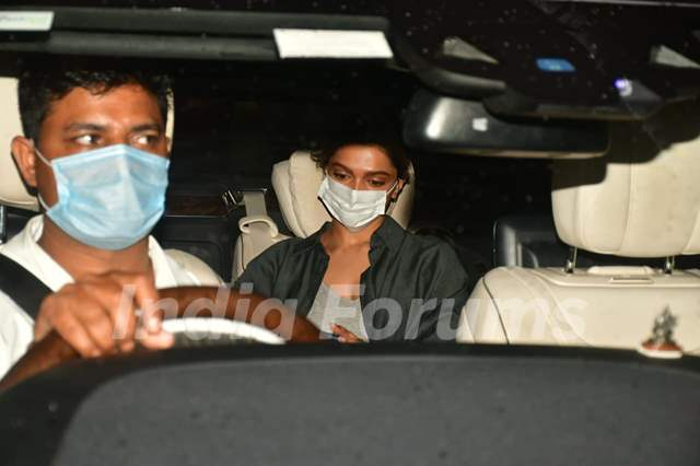 Deepika spotted for shoot at Foodhall