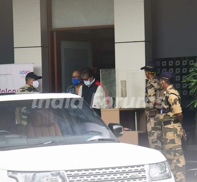 Amitabh Bachchan snapped at Kalina Airport