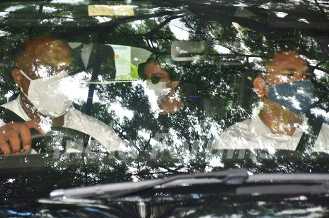 Ranveer Singh and Deepika Padukone snapped at Hinduja Hospital