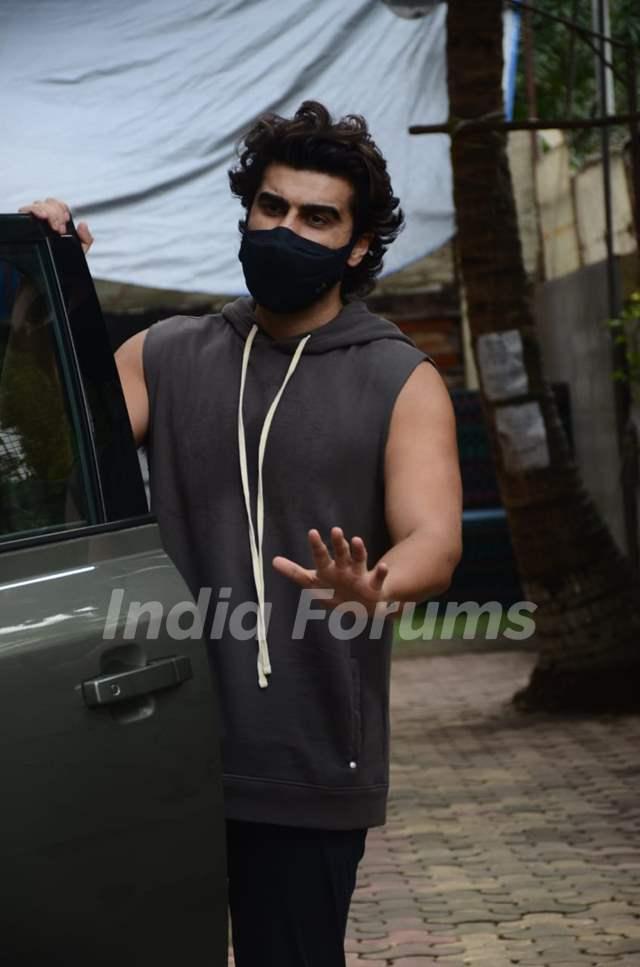Arjun Kapoor snapped at a dance class in Andheri