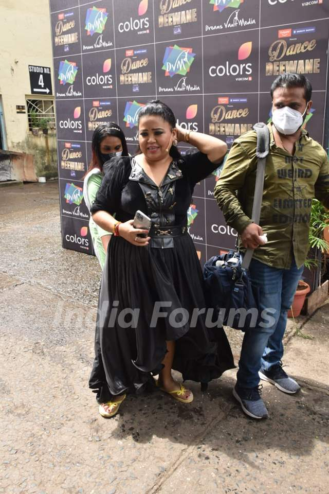 Bharti Singh snapped on the sets of Dance Deewane