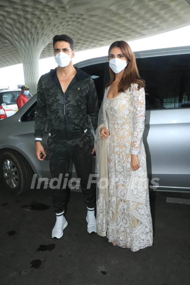Akshay Kumar and Vaani Kapoor snapped at airport leaving for Delhi