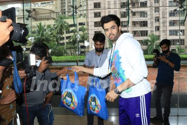 Maniesh Paul celebrates his birthday with media