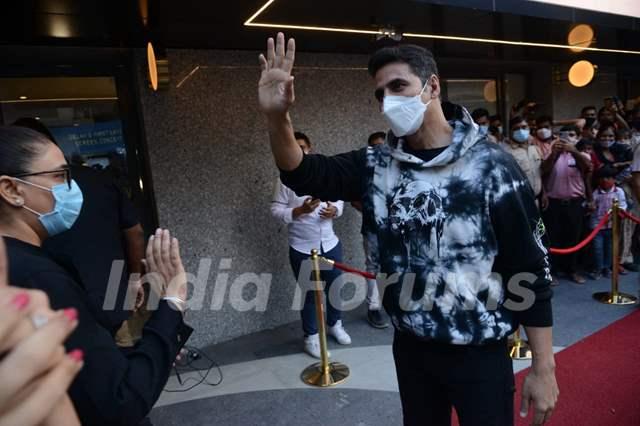 Akshay Kumar greets fans at Bell Bottom trailer launch