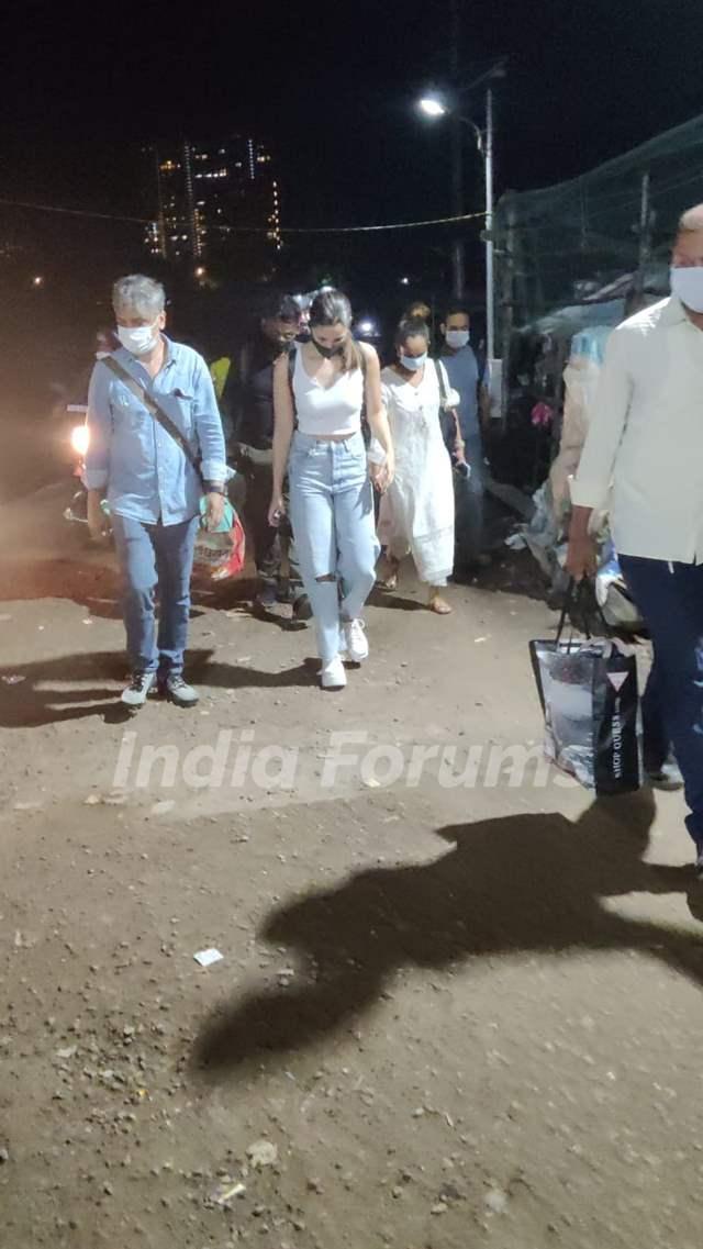 Alia Bhatt snapped post shoot at Versova jetty