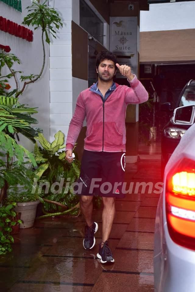 Varun Dhawan snapped at a gym in Juhu