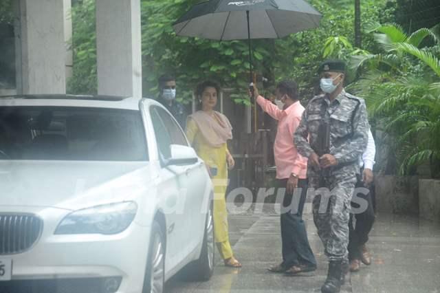 Kangana Ranaut snapped in Khar