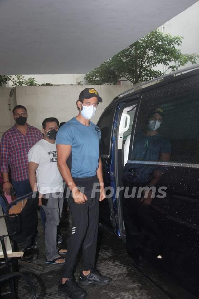 Hrithik Roshan snapped in Bandra