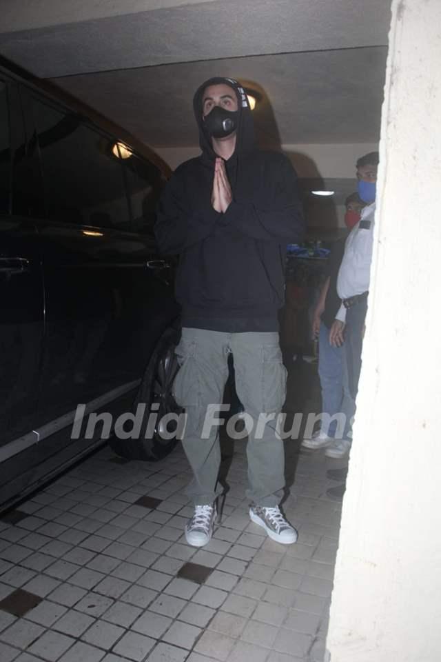Ranbir Kapoor snapped at a dubbing studio in Khar