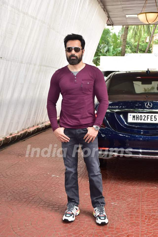 Emraan Hashmi poses for paparazzi at 'Chehre' promotions