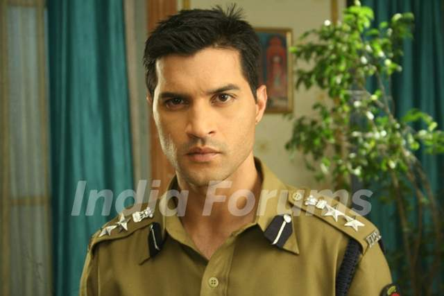 Vikas Sethi as Avinash Matto Police Inspector