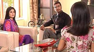Dr Nidhi troubled by the little girl Khushi In Kuch toh log kahengey