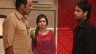 R.K and Madhu try to convice Malik to marry Padmini?