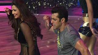 Salman Khan and Daisy Shah promote Jai Ho on the sets of Dance India Dance 4
